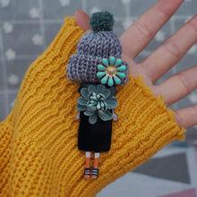 Disegni di alta Qualità modello badge Spille di Moda per Donna cappello di lana badge Spilla Spilli su zaino della ragazza regali Della Decorazione del Panno(China)