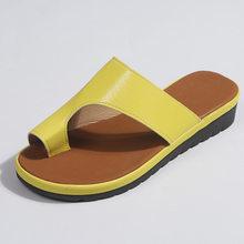 Zapatos de cuero de PU para mujer plataforma cómoda suela plana señoras Casual suave Pie Grande corrección sandalia ortopédica Bunion Corrector(China)