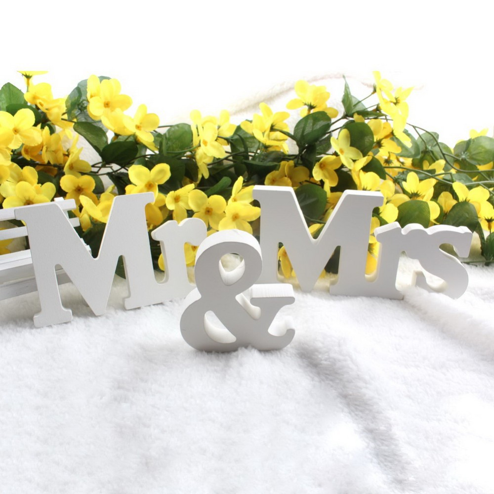 Newest 1 Set Vintage MR and MRS Wood Wedding Props Wooden Alphabet Ornaments Wedding Decor Romantic(China (Mainland))