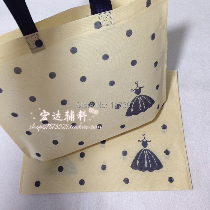 Free shipping 50pcs non woven bags with handle Beige color bags with Black dot printing 50pcs/lot(China (Mainland))