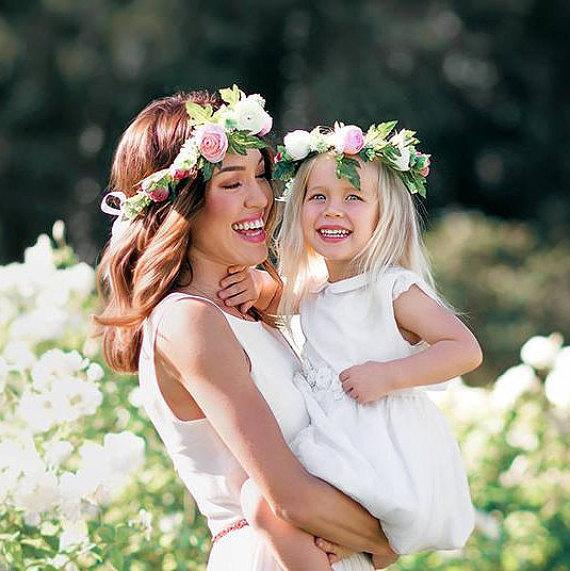 http://g01.a.alicdn.com/kf/HTB1.Vw.JpXXXXXXXVXXq6xXFXXXr/Nueva-moda-de-la-madre-de-la-flor-venda-del-pelo-del-bebé-entre-padres-e.jpg