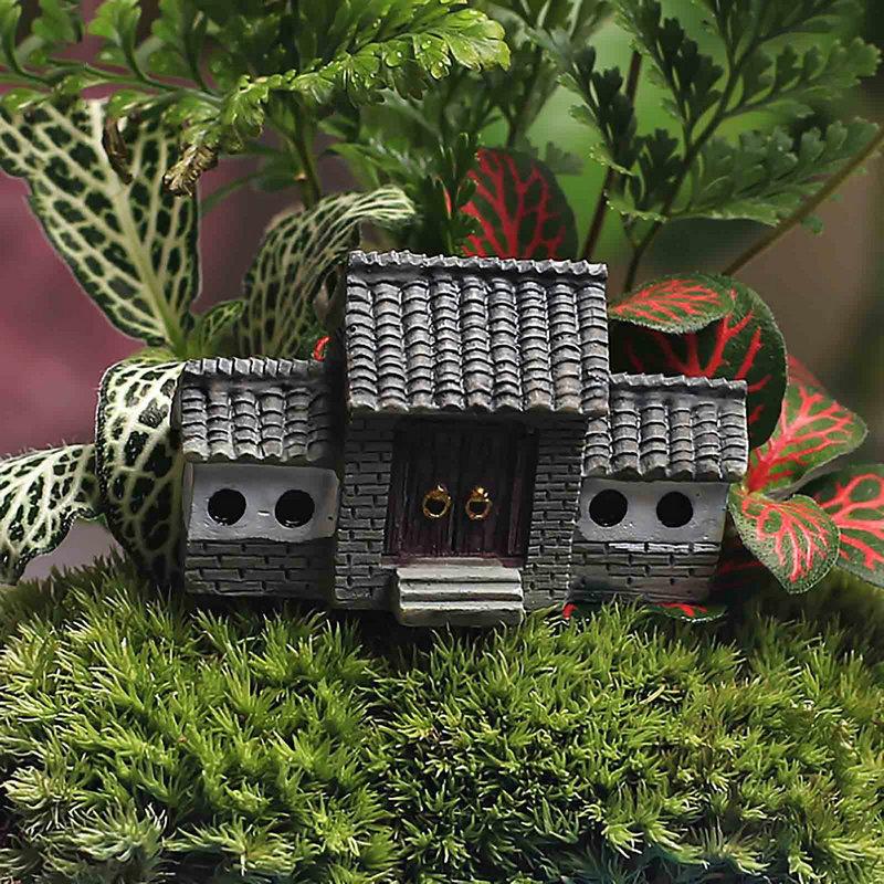 Gate resin craft miniature garden lawn ornaments house for Garden decking ornaments