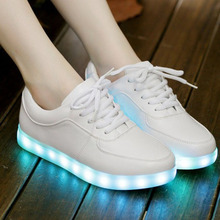 Nuevo 2016 Moda Mujeres Luminosos Iluminan Zapatos Femme Zapatos Schoenen hombres Chaussures Casual Lumineuse Led Para Adultos 9869(China (Mainland))