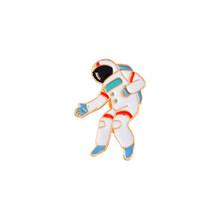 Prezzo affare Viaggi Nello Spazio di Raccolta Dello Smalto Spille Del Fumetto Astronauta Pianeta Star Spilla Risvolto Spille Distintivo Personalizzato Regalo per I Bambini Della Ragazza(China)