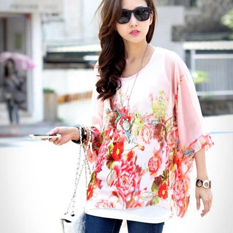 Розовая блузка с цветами