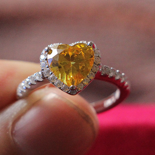 Spiffing 2Ct Heart Cut Yellow Synthetic Diamond Engagement Ring for Women 925 Sterling Silver Wrapped in White Gold Non-Allergy(China (Mainland))