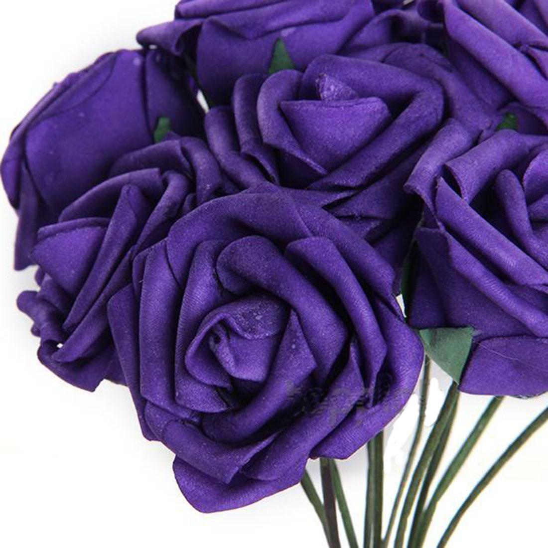 Oscuras flores de color púrpura de la boda