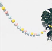 2,5 M DIY Macaron Farbe Haar Ball Decor Banner Baby Zimmer Dekoration Bettwäsche Stoßstangen Kinder Party Fahnen Kinder Mädchen Zimmer decor(China)