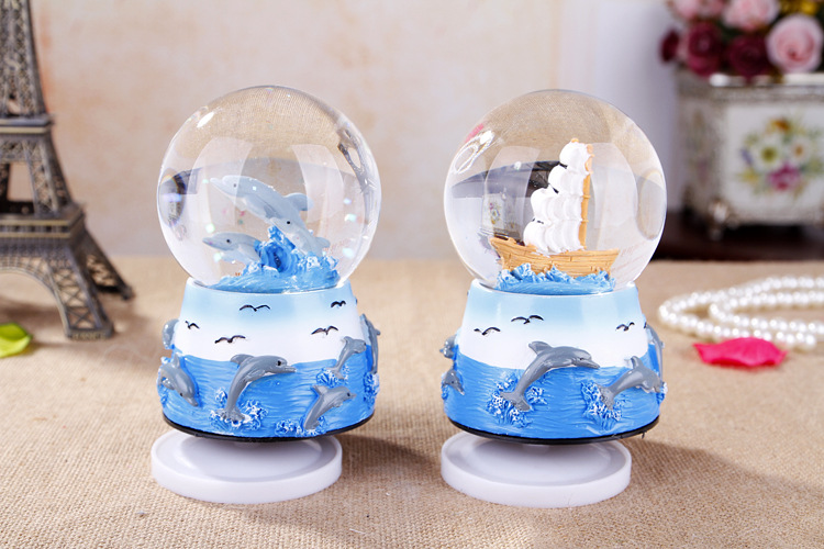 1PC 2016 New Zakka Creative birthday gift resin rotary music crystal ball ornaments resin crafts J1154(China (Mainland))