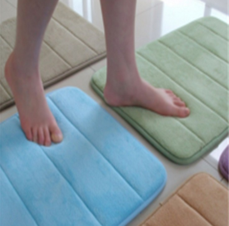 Slow rebound memory foam mats waste-absorbing slip-resistant bath mat coral fleece mat doormat carpet(China (Mainland))
