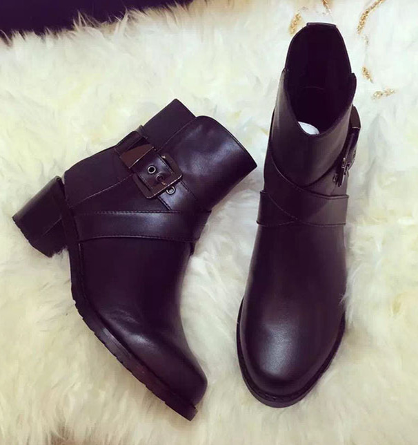 Фотография Leather Ankle Women Boots Round Toe Sqaured Heels Fashion Black Motorcycle Boots Flats Autumn Winter Boots Shoes Woman