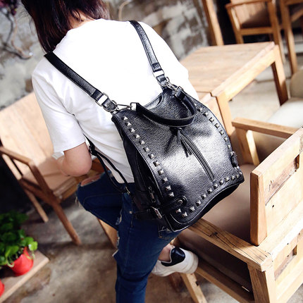 New Arrival Women Backpacks Washed Leather Backpacks Lady College Girls Travel Women Bags Rivet Backpacks Students School Bag(China (Mainland))