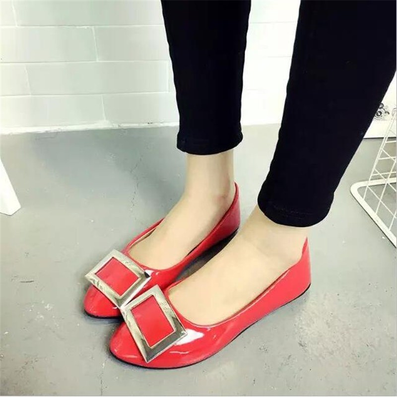 Big size women 's shoes 2016 new spring and summer single - pointed shoes shallow flat mouth with metal side buckle fashion work