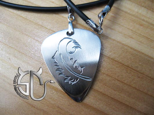 Free shipping Feather pattern stainless steel handmade guitar pick necklace for women can be carved name on the another face(China (Mainland))