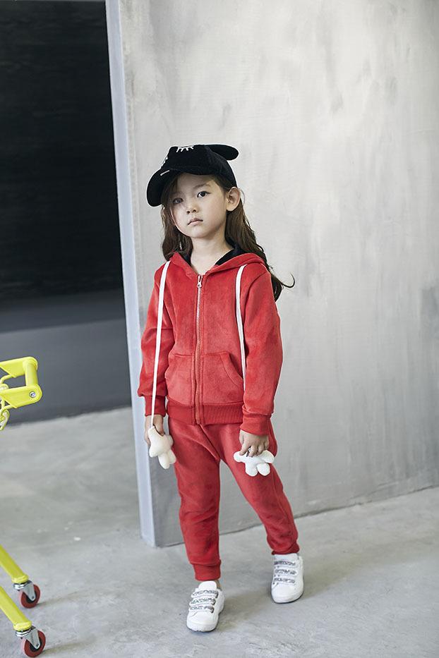 Скидки на В южной Корее 2016 мультфильм зима новый Корейский Девушки С Капюшоном Куртка + брюки две кусок костюм