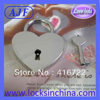 Environmental protection free shipping love lock said the couple fell in love and eternal love, cherish love wedding lock
