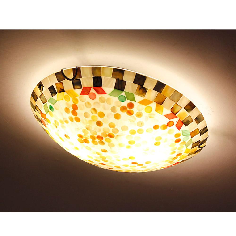 Bocce di vetro per lampade in ferro battuto for Camera da letto del soffitto della cattedrale