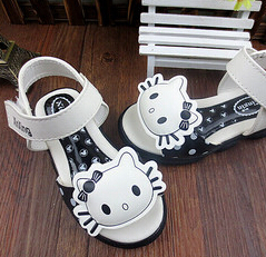 hello kitty free shipping 2015 girls hello kitty cartoon sandals with magic stick open toe lovely sandals 3 colors size 21-25(China (Mainland))