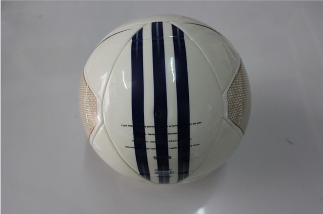 Free shipping white machine-sewn soccer