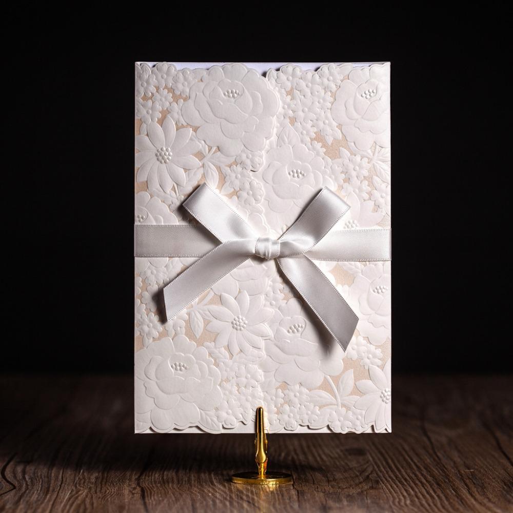 , 2016 Новый элегантный Белый тиснение Лазерная резка вертикального типа с белой лентой Декор пригласительных билетов