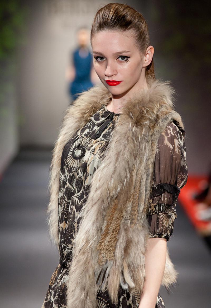 Cheappest Classic Womens Real Knitted Rabbit Fur Vest with Raccoon Fur Collar and Fur Tassels Slim Vest Fur Waistcoat S-3XL