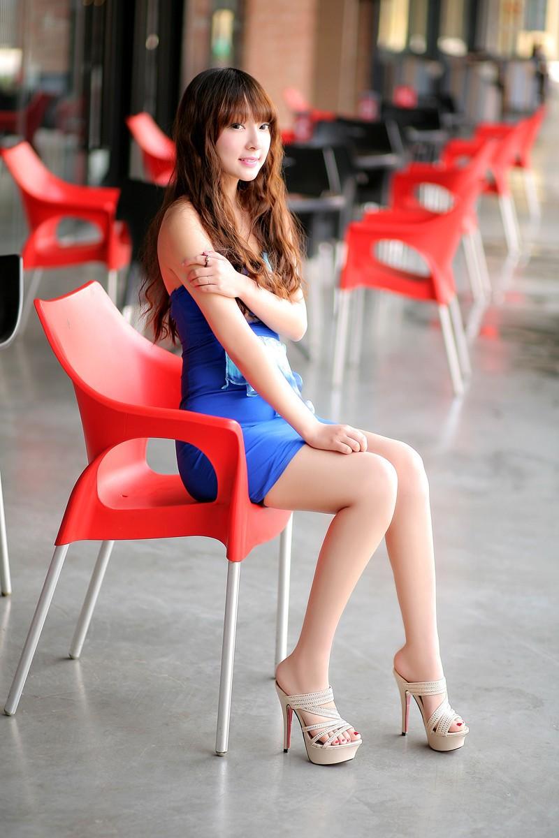 Sexy girls in platform heels