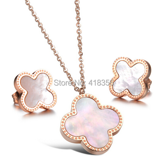 Exquisite fashion New priced direct selling Lucky clover titanium steel stud earrings GE627 - Gifts jewelry's store