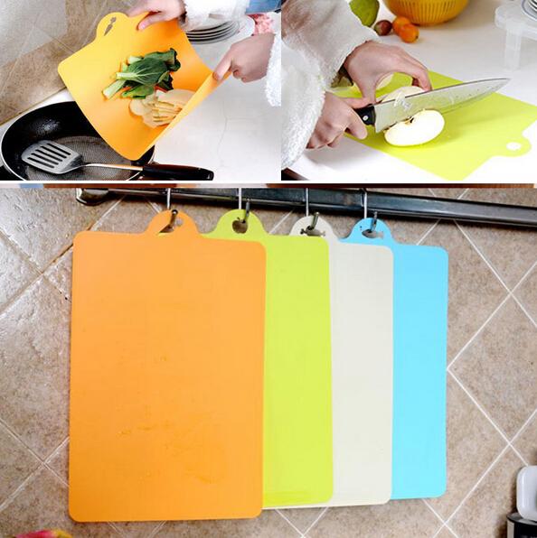 de utens lios de cozinha em prateleiras esbo o de desenho para