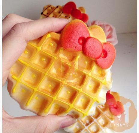 FREE SHIPPING10cm Jumbo Hello Kitty Bow Waffle Cake Squishy Charm / Bag Decorations / Decompression Toys slow rising(China (Mainland))