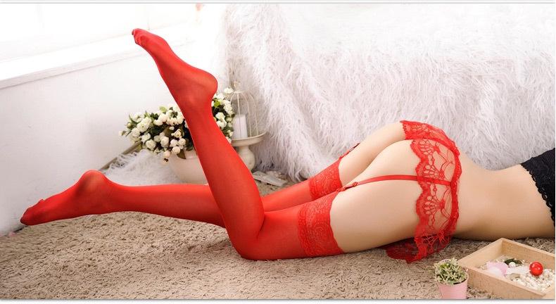 Сексуальные девушки в красных чулках