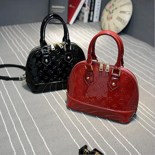 The new high-end handbags embossed patent leather handbags bright Wallace inspired Bags shell bag small(China (Mainland))