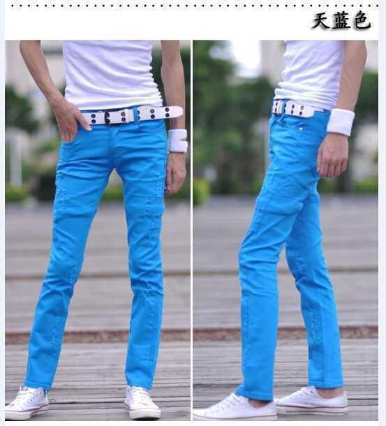 Что носят с синими мужскими джинсами