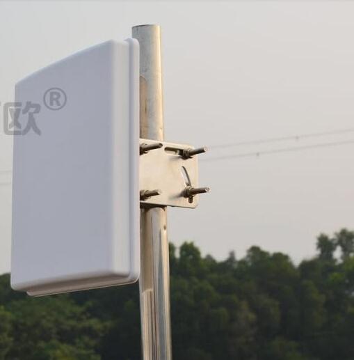 Dual polarization 2.4G outdoor mimo patch antenna high gain14dBi wifi panel antnena(China (Mainland))