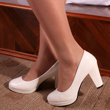 Brand  New high heels 7CM patent leather round toe women pumps Party/Wedding/Work sexy lady shoes Free shipping 8105