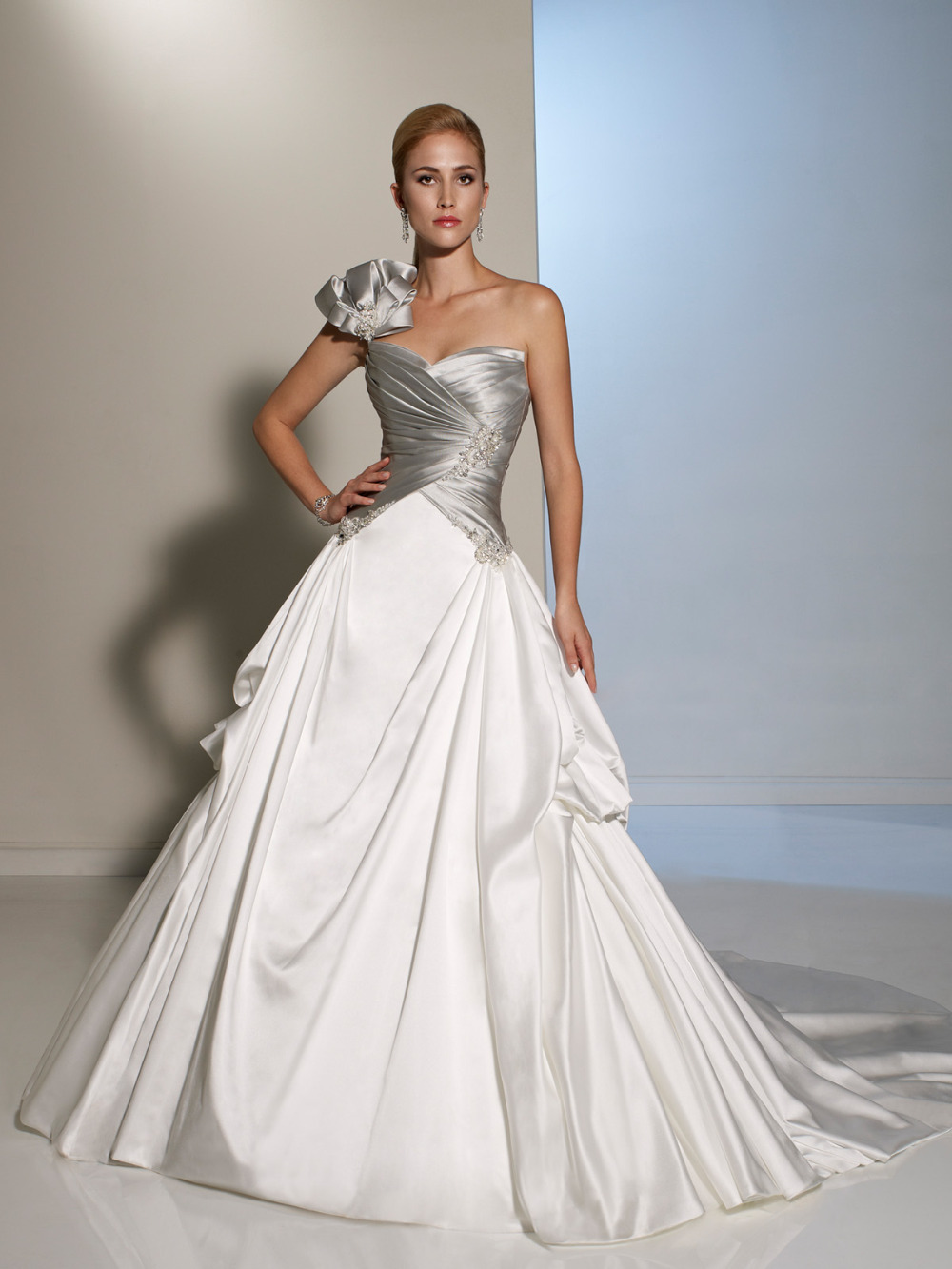 Wedding Dresses  Made In : Women wedding dresses made in china silver and white bridal gowns