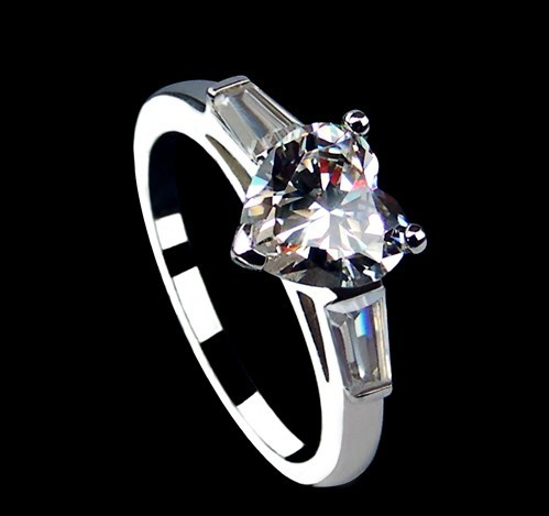 Vintage 2CT Heart Shape White Clear Synthetic Diamond Female Fine Jewelry Real Solid White Gold 18K Au750 Ring Last Forever(China (Mainland))