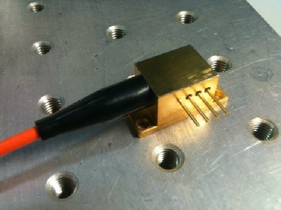 940nm 3W Fiber Coupled Laser Semiconductor Diode Fiber Coupledl Aser w H PSU(China (Mainland))