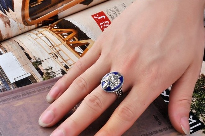 Retro Punk Style Tin Alloy Rings for Women Men, Vintage Metal Ring with Big Blue Stone, Fashion Carving Finger Ring Lovers Gifts(China (Mainland))