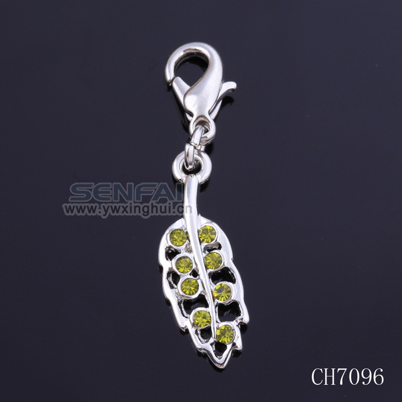 2.5cm Silver Plated Thomas Charm Peridot Rhinestone Zinc Alloy Charms in Wholesale 20pcs/Lot Lucky Charm in High Quality(China (Mainland))