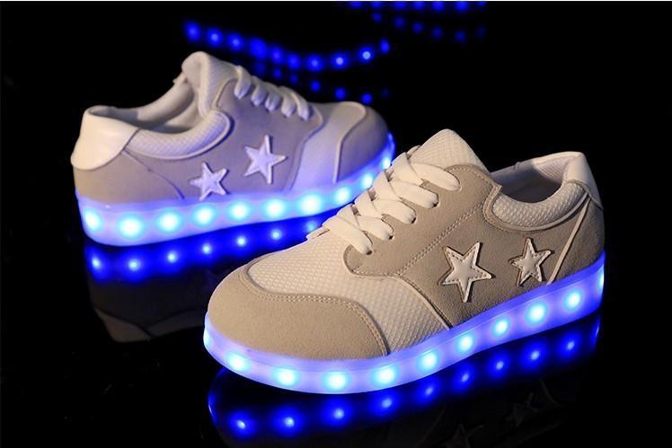 ซื้อ ที่ดีที่สุดนำรองเท้าเรืองแสง7สีผู้ชายผู้หญิงแฟชั่นส่องสว่างLed Light UPรองเท้าสำหรับผู้ใหญ่ตะกร้าLEDรองเท้า57b