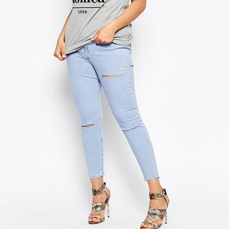 Explore Lee's collection of women's jeans and denim. From bootcut jeans to denim leggings, visit online for women's jeans that offer the best in style and fit.