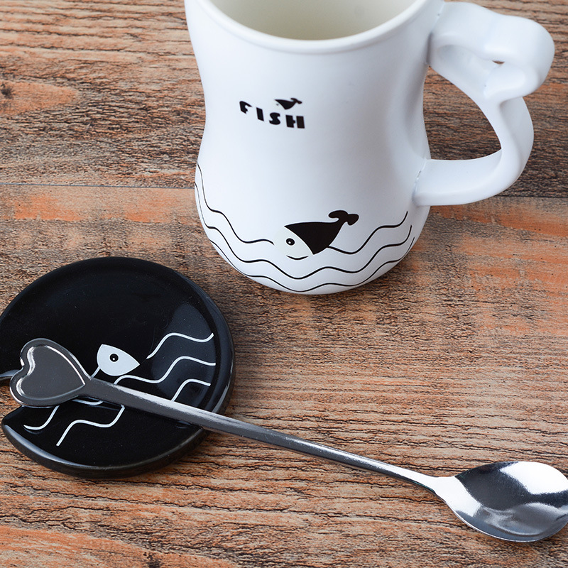 Teagas Commodities are pretty cute little fish simple personality ceramic mugs with covered spoon couple on the mug(China (Mainland))