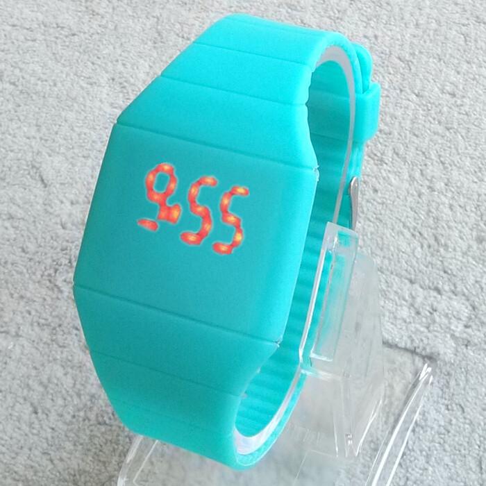 Girls / Boys LED Watch Ultra-thin Design jelly Woman Unisex Students Electronic Silicone Strap ,Fashion watch(China (Mainland))