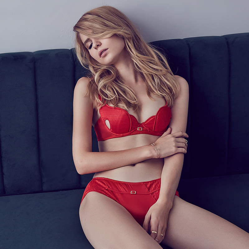 Underwear sexy cutout side gathering bra padded embroidery unique bra set red