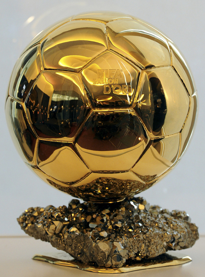 World Player trophy Messi C Lo fans supplies souvenirs gifts gift ornaments Golden Globe model 1:1(China (Mainland))
