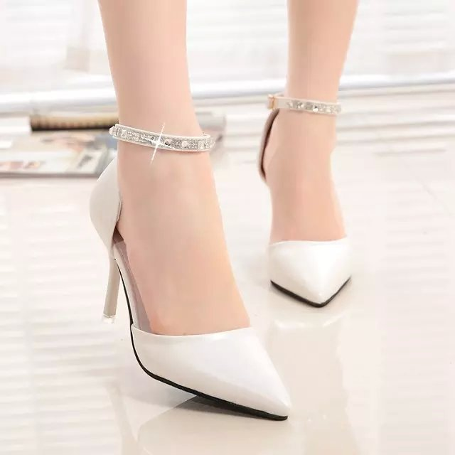 Spring buckle patent leather sandals are Europe hollow fine documentary shoes shoes heel strap shallow mouth