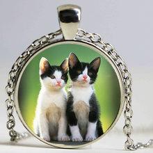 Czarny biały kot biżuteria szkło cabochon wisiorek z klejnotem posrebrzany łańcuszek naszyjnik kobiety mężczyźni akcesoria hurtownia(China)