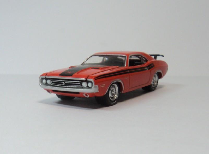 GREENLIGHT 1:64 Dodge Challenger R/T 1971 Dodge Challenger green