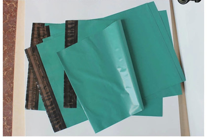100pcs 17*30cm green Poly Mailer Plastic Shipping Mailing Bag Envelopes Polybags Strong Plastic Seal Postage Bags Free Shipping(China (Mainland))