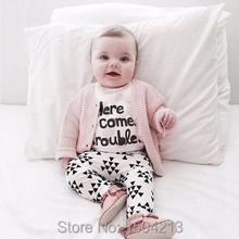 2015 automne bébé fille vêtements blanc lettres t - shirt + pantalon 2 / pcs coton bébé fille sport bebe bébé vêtements ensemble(China (Mainland))